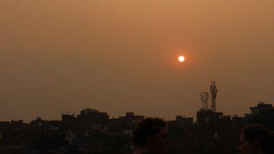 写真④《ヴァラナシの夕焼け》